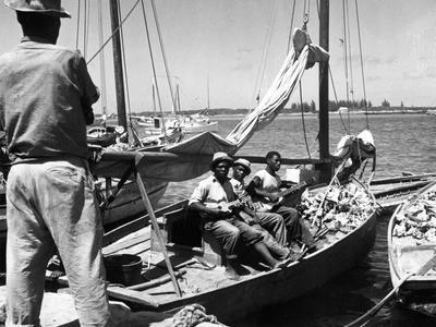 https://imgc.allpostersimages.com/img/posters/sailboat-docked-at-nassau-bahamas-c-1950_u-L-PPQX1X0.jpg?p=0