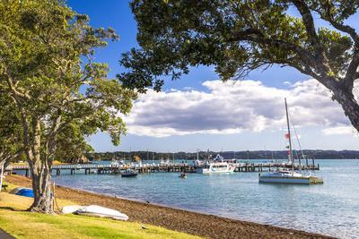https://imgc.allpostersimages.com/img/posters/sailing-boats-in-russell-harbour-bay-of-islands-northland-region-north-island-new-zealand_u-L-Q12R6HN0.jpg?p=0