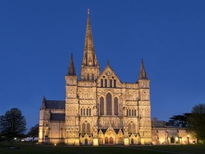 https://imgc.allpostersimages.com/img/posters/salisbury-cathedral-at-dusk_u-L-Q1AVFQ60.jpg?p=0
