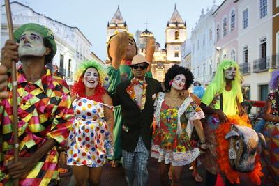 https://imgc.allpostersimages.com/img/posters/salvador-street-carnival-in-pelourinho-bahia-brazil-south-america_u-L-Q1GYMPI0.jpg?artPerspective=n
