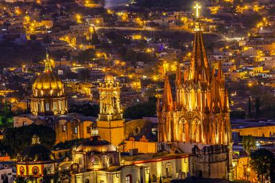 https://imgc.allpostersimages.com/img/posters/san-miguel-de-allende-mexico-miramar-overlook-night-parroquia-archangel-church_u-L-Q1D0L2G0.jpg?p=0
