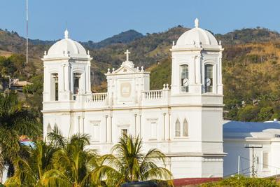 https://imgc.allpostersimages.com/img/posters/san-pedro-cathedral-built-in-1874-on-parque-morazan-in-this-important-northern-commercial-city_u-L-PWFFYJ0.jpg?p=0