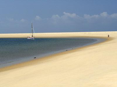 https://imgc.allpostersimages.com/img/posters/sand-bank-old-sailing-yacht-anchored-bay-of-arcachon-cote-d-argent-gironde-aquitaine-france_u-L-P7X0US0.jpg?p=0