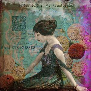 Femme Paris VIII by Sandy Lloyd