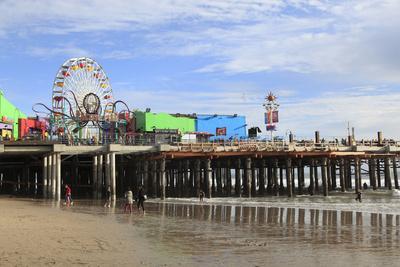 https://imgc.allpostersimages.com/img/posters/santa-monica-pier-pacific-park-santa-monica-los-angeles-california-usa_u-L-PWFKLV0.jpg?p=0