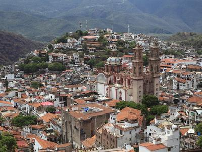 https://imgc.allpostersimages.com/img/posters/santa-prisca-church-plaza-borda-taxco-guerrero-state-mexico-north-america_u-L-PFO4GP0.jpg?artPerspective=n