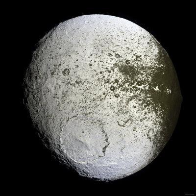 https://imgc.allpostersimages.com/img/posters/saturn-s-moon-iapetus_u-L-P61EOS0.jpg?artPerspective=n