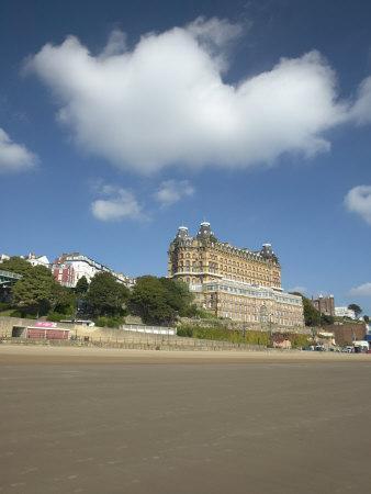 https://imgc.allpostersimages.com/img/posters/scarborough-beach-scarborough-north-yorkshire-england-united-kingdom-europe_u-L-P7X9XO0.jpg?p=0