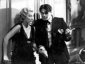 SCARFACE, 1932 directed by HOWAR HAWKS AND RICHARD ROSSON Karen Morley and Paul Muni (b/w photo)