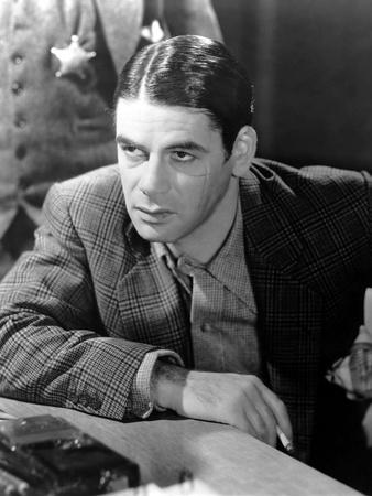 https://imgc.allpostersimages.com/img/posters/scarface-1932-directed-by-howar-hawks-and-richard-rosson-paul-muni-b-w-photo_u-L-Q1C1YBI0.jpg?artPerspective=n