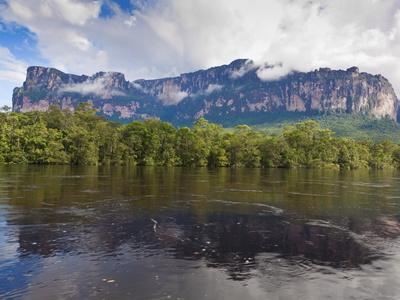 https://imgc.allpostersimages.com/img/posters/scenery-on-boat-trip-to-angel-falls-canaima-national-park-guayana-highlands-venezuela_u-L-PFNLCX0.jpg?p=0