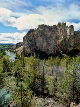 Scenic view of Smith Rock, Crooked River, Smith Rock State Park, Deschutes County, Oregon, USA