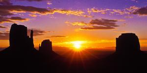 Scenic view of the Monument Valley at sunrise, Arizona, USA