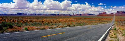 Scenics view of road to Monument Valley, Utah, USA