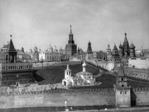 View of the Moscow Kremlin from the Moskva River, Russia, C1908-C1910 by Scherer Nabholz & Co