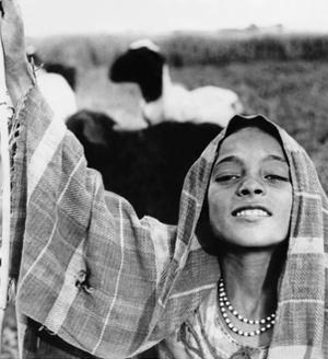 Ägyptische Schäferin in Fayum, 1937 by Scherl