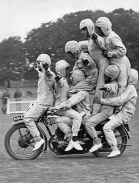 Artistik auf dem Motorrad, 1930 by Scherl