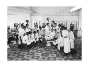 Ausbildung zum Barbier in Paris, 1936 by Scherl