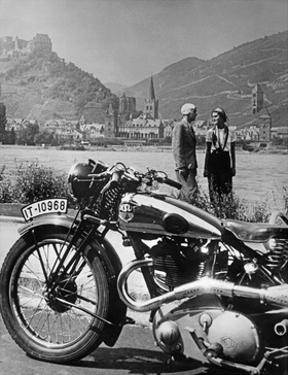 Ausflug mit dem Motorrad am Rhein, 1936 by Scherl