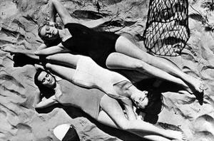 Bademode in den USA, 1941 by Scherl