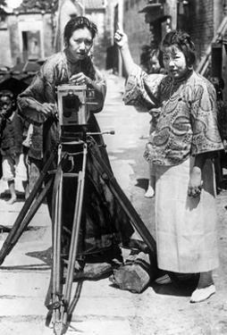 Chinesische Filmemacherinnen in Kanton, 1925 by Scherl