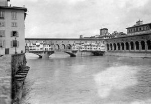 Der Ponte Vecchio in Florenz, 1909 by Scherl