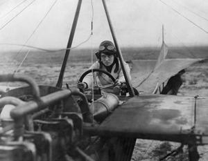 Die Pilotin Nelly Beese auf einem Eindecker, 1911 by Scherl