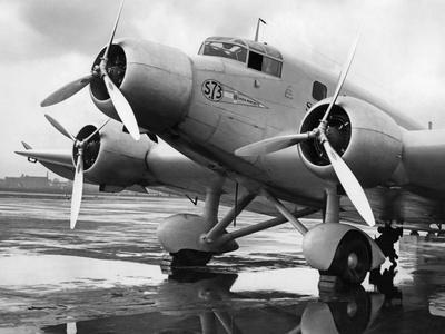 Ein Maschine der belgischen Fluggesellschaft Sabena auf dem Beliner Flughafen, um 1935