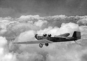 Eine Klemm L25A über den Wolken, 1930 by Scherl