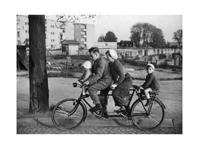 Familien-Fahrrad in den 30er Jahren