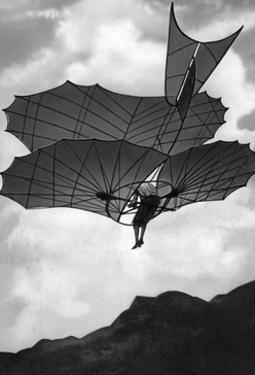 Flugapparat von Otto Lilienthal in Deutschland, 1900 by Scherl