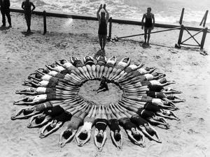 Formation am Strand in den USA, 1927 by Scherl