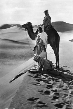 Gebet in der Wüste, 1935 by Scherl