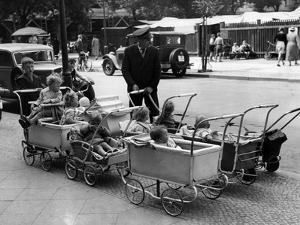 Kinderwagenparkplatz in Berlin, 1937 by Scherl