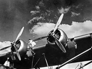 Martin M-130 Transpazifik-Clipper vor dem Start, 1935 by Scherl