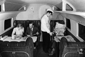 """Raucherabteil an Bord der """"Condor"""" der Lufthansa, 1937 by Scherl"""