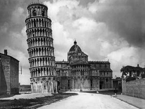 Schiefer Turm von Pisa, 1928 by Scherl