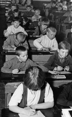 Schüler in Karelien, 1930er Jahre by Scherl