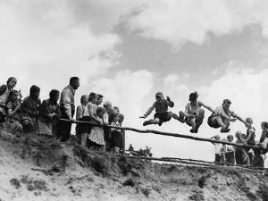 Schulsport in Deutschland, 1939 by Scherl