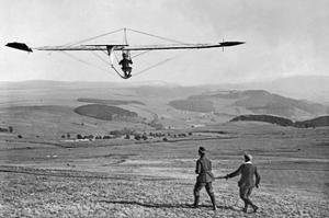 Segelflugwettbewerb in der Rhön, 1922 by Scherl