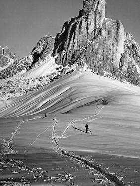 Skifahren bei Cortina d'Ampezzo, 1920er Jahre by Scherl