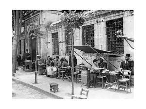 Straßencafe in Istanbul, 1927 by Scherl