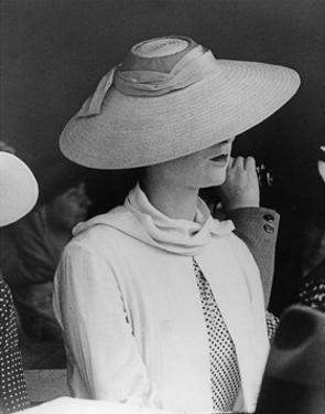 Strohhut für Damen, 1937 by Scherl