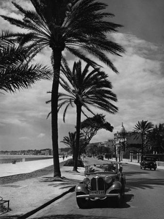 Beach Promenade in Nice, 1937 by Scherl Süddeutsche Zeitung Photo