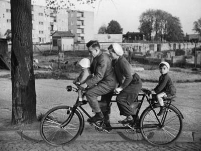 Family-Bicycle in the 30s by Scherl Süddeutsche Zeitung Photo