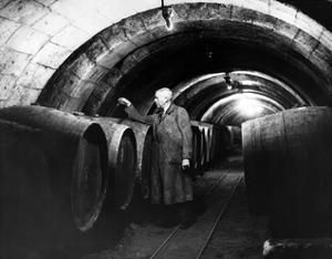 Weinverkoster in Saumur in Frankreich, 1937 by Scherl