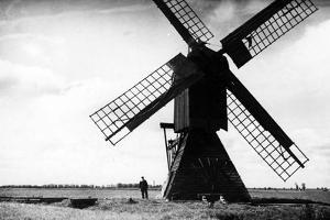 Windschöpfwerk bei Danzig, 1936 by Scherl