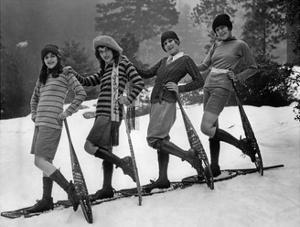 Wintersportmode für Frauen, 1926 by Scherl