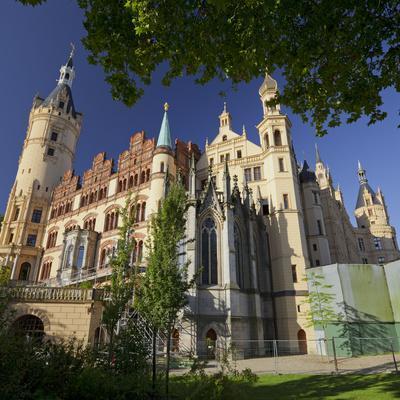 https://imgc.allpostersimages.com/img/posters/schwerin-castle-terracotta-plates-schwerin-capital-mecklenburg-western-pomerania-germany_u-L-Q11YTSA0.jpg?p=0