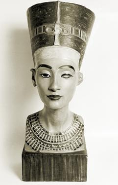 Ancient Egyptian, Nefertiti by Science Source